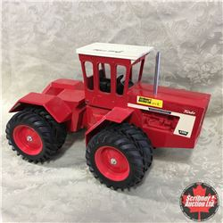 """IH 4366 4WD Collector Edition 1999  """"Signed by Joseph Ertl""""  (Scale: 1/16)"""