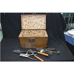Vintage metal doll trunk containing vintage bullet molds including 45-70, Marlin 40-60, 32-40 S&W pl