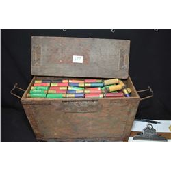 Wooden ammunition box of approximately 360 assorted .12 gauge rounds, mostly plastic