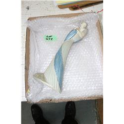 Parastone Figurine' - Man Holding a Woman
