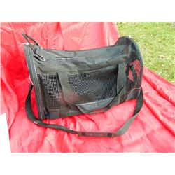 FOLDING PET CARRIER WITH SHOULDER STRAP