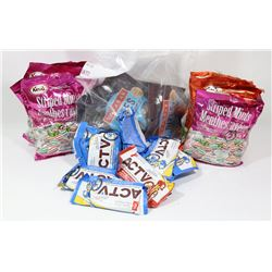 FLAT OF ASSORTED CANDIES AND BARS