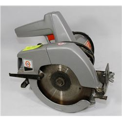 BLACK & DECKER CIRCULAR SAW.