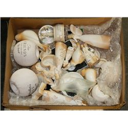 BOX OF ASSORTED DECORATIONS