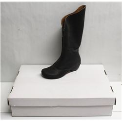 SZ 5 ELLEN RUBEN LEATHER BOOTS