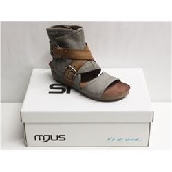 MJUS SZ 9.5 MEDUSA BISCOTTO OPEN TOE WEDGE BOOTIE