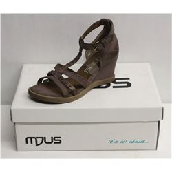 MJUS SZ 8.5 MALVA OPEN TOE WEDGE SANDALS