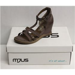 MJUS SZ 9 MALVA OPEN TOE WEDGE SANDALS