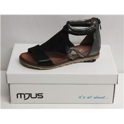 MJUS SZ 7.5 NERO MOUSE SANDALS
