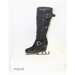 MJUS SZ 7.5 NERO WEDGE BOOTS