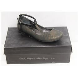KEYMAN DESIGN SZ 6 RUSTY BLACK FLATS