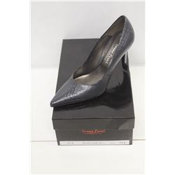 LAURA FERRI SZ 8 GREY PUMPS