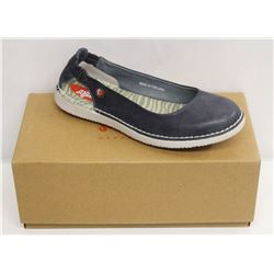 SOFTINOS SZ 6.5 WASHED LIGHT NAVY FLATS