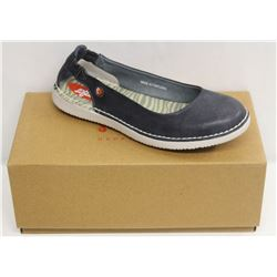SOFTINOS SZ 9.5 WASHED LIGHT NAVY FLATS