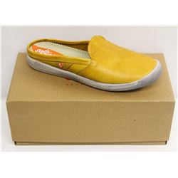 SOFTINOS SZ 7.5 WASHED LIGHT YELLOW NO BACK LOAFER