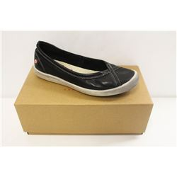 SOFTINOS SZ 7.5 ILMA SMOOTH BLACK SLIP ONS