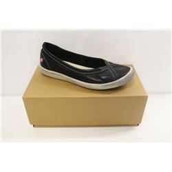 SOFTINOS SZ 9 ILMA SMOOTH BLACK SLIP ONS