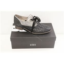 DKODE SZ 8.5 BLACK/ STONE METAL ALYA SHOES