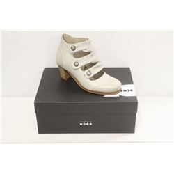 DKODE SZ 8.5 TAUPE VIVI MID HEEL ANKLE BOOTS