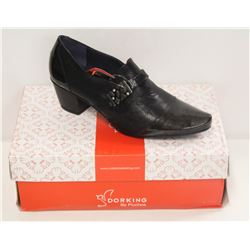 DORKING SZ 6.5 BLACK LOW HEEL COURT SHOES
