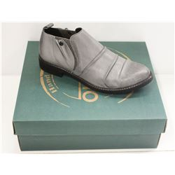 BUENO SZ 6.5 DOVE GREY LEATHER PINA SHOES