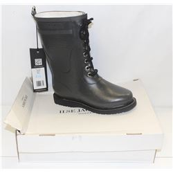 ILSA JACOBSEN SZ 6.5 GREY RUBBER BOOTS