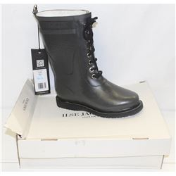 ILSA JACOBSEN SZ 9 GREY RUBBER BOOTS
