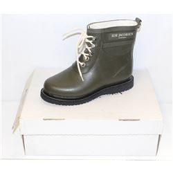 ILSA JACOBSEN SZ 6 ARMY GREEN RUBBER ANKLE BOOTS