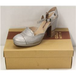 GOLD BUTTON SZ 9 DELICATE SILVER  MID HEEL COURT