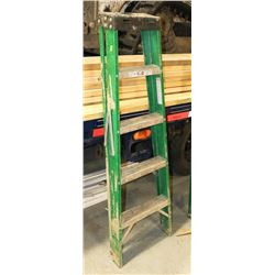 GLAM 5 FOOT LADDER