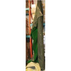 ROLL OF INDOOR / OUTDOOR GREEN CARPET