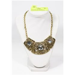 GOLD TONE DECORATIVE NECKLACE WITH RHINESTONE