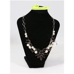 SILVER TONE NECKLACE WITH PEARL AND STONE THEMED