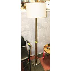 METAL BASE FLOOR LAMP.