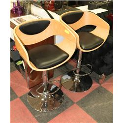 PAIR OF WOODEN BAR STOOLS.