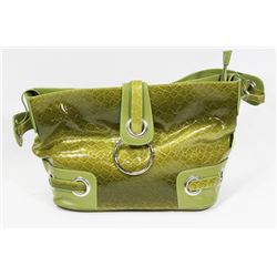 MAGNETIC CLOSE GREEN SNAKE SKIN STYLE LADIES PURSE