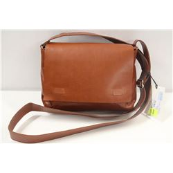 M0851 TERRACOTTA SMALL MESSENGER BAG