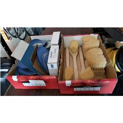 BOX OF SANDING PADS AND BRUSHES