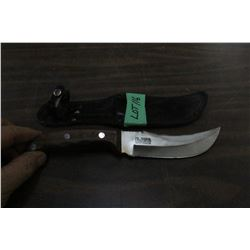 "World Famous Stainless Hunting Knife w/5"" Blade, Wood Handle & Sheath"