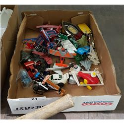 TRAY OF VINTAGE DIE CAST CARS & TOYS