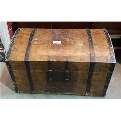 ANTIQUE SEAMEN'S TRUNK W/KEY AND OWNERS PASSPORT