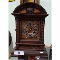 ANTIQUE C.1905 WOOD CASE MANTLE CLOCK