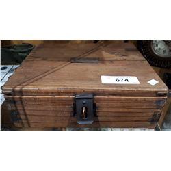 VINTAGE HAND CRAFTER WOOD KEEPSAKE BOX