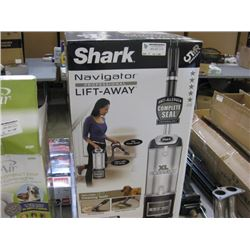 SHARK - XL CAPACITY LIFT AWAY VACUUM