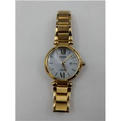 GOLD COLORED SEIKO SOLAR STAINLESS STEEL WRIST WATCH (WATER RESISTANT)