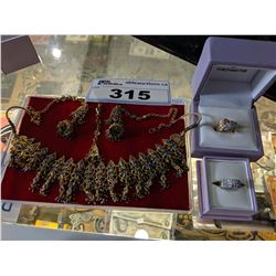 LOT INCLUDING NECKLACE, PAIR OF EARRINGS, PAIR OF RINGS AND MORE