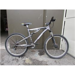 GREY REEBOK MOUNTAIN BIKE