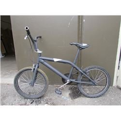 GREY BMX BIKE (MODEL UNKNOWN)