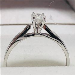 14K WHITE GOLD DIAMOND RING (0.27CT)