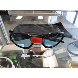 PAIR OF OAKLEY SUNGLASSES & POUCH